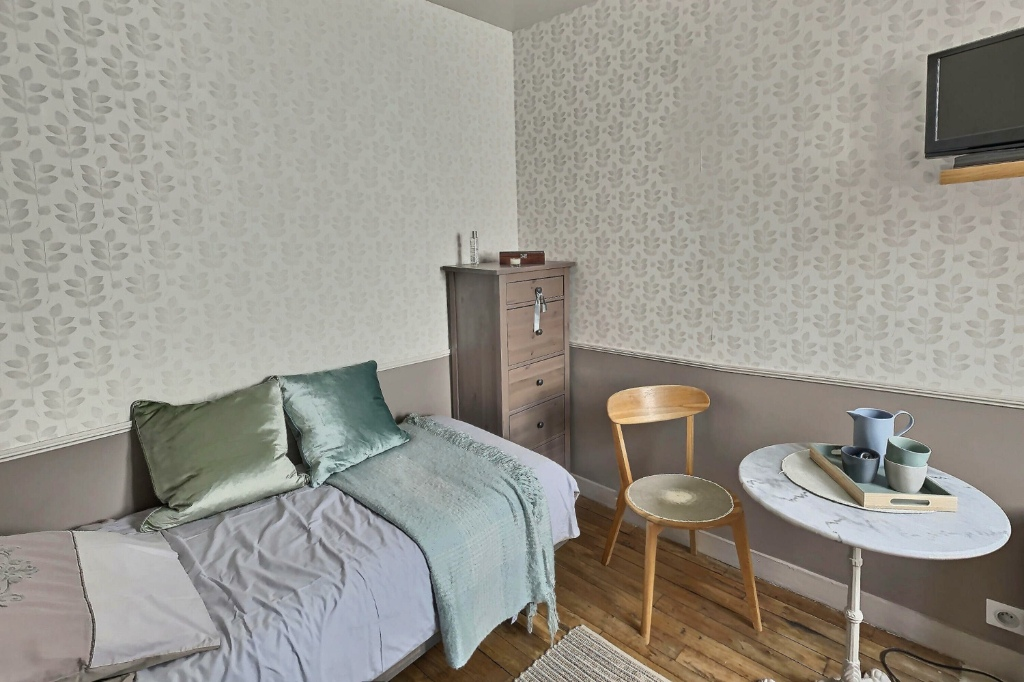 Room with elevator rue Damrémont 5