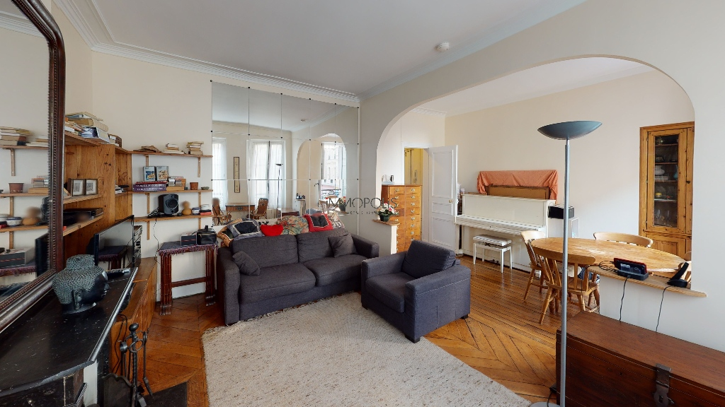 Montmartre / Abbesses, beautiful 3/4-room apartment, bright and quiet, with a double living room facing away! 2