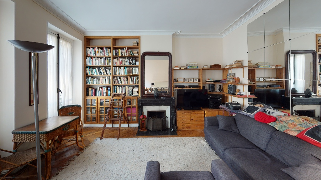 Montmartre / Abbesses, beautiful 3/4-room apartment, bright and quiet, with a double living room facing away! 3