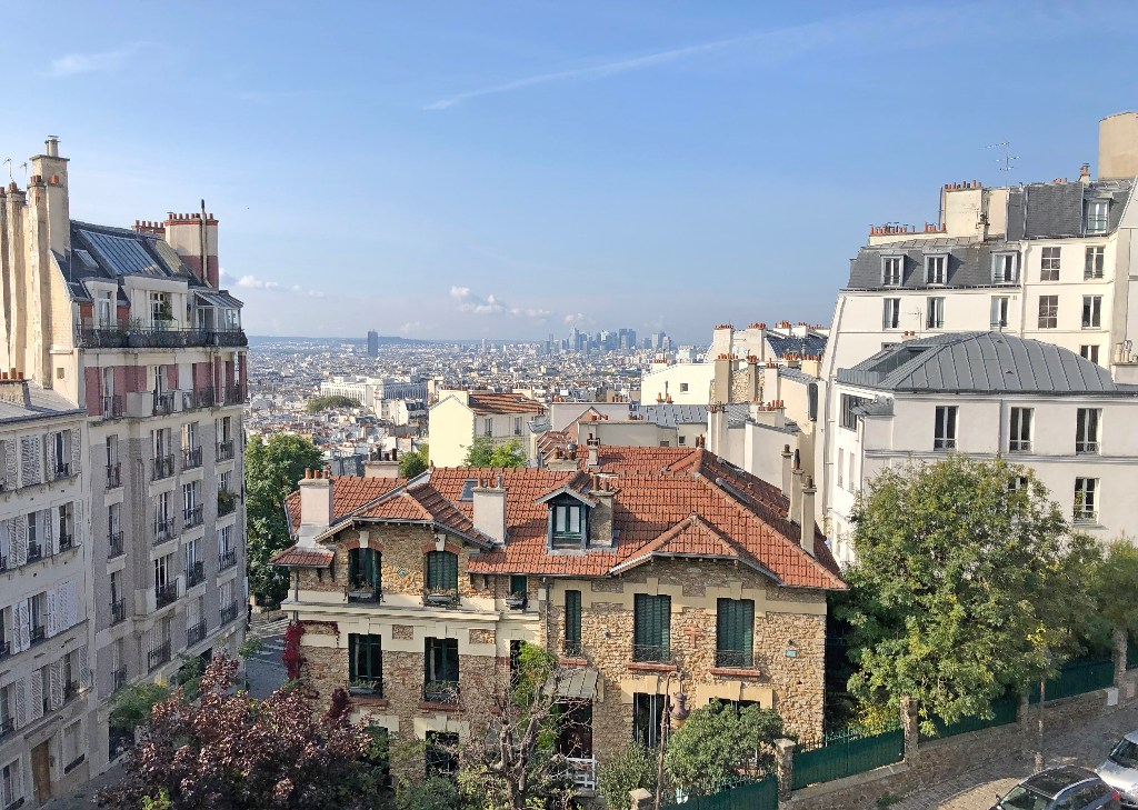 Rare in Montmartre, superb apartment on a high floor with elevator and unobstructed views! 1