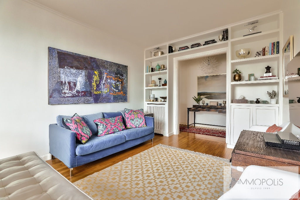 Rare in Montmartre, superb apartment on a high floor with elevator and unobstructed views! 3