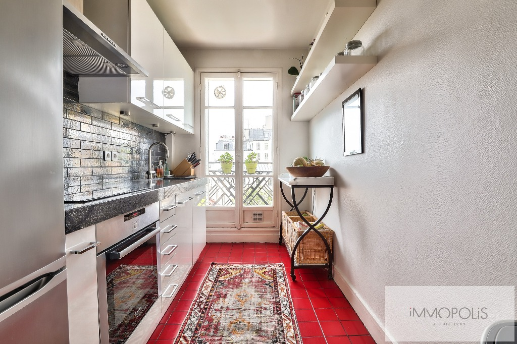 Rare in Montmartre, superb apartment on a high floor with elevator and unobstructed views! 5