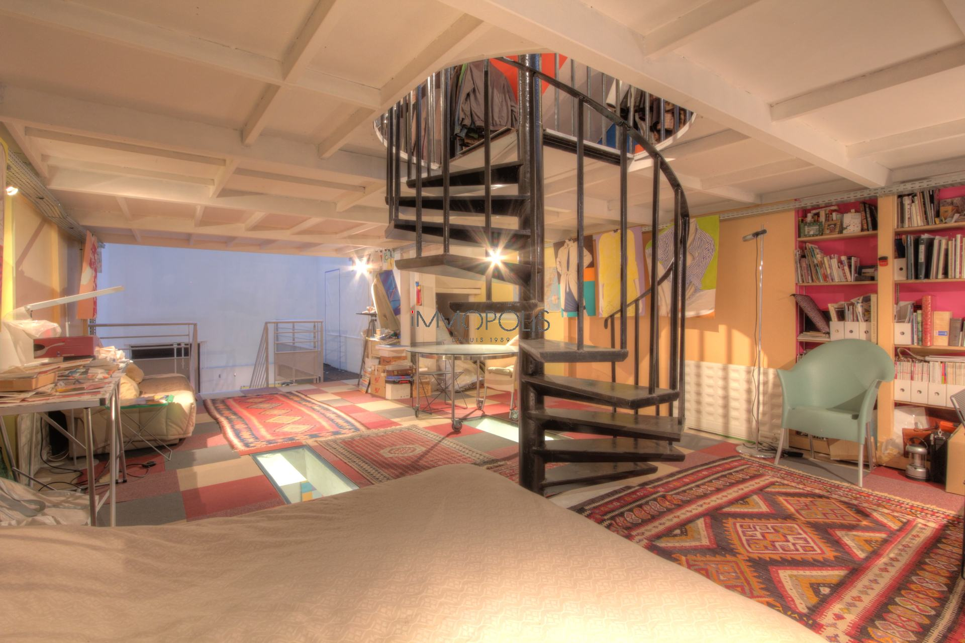 Totally atypical LOFT / ARTIST WORKSHOP, in OPEN-SPACE on three levels with TWO GLASS ROOMS overlooking a quiet courtyard! 9