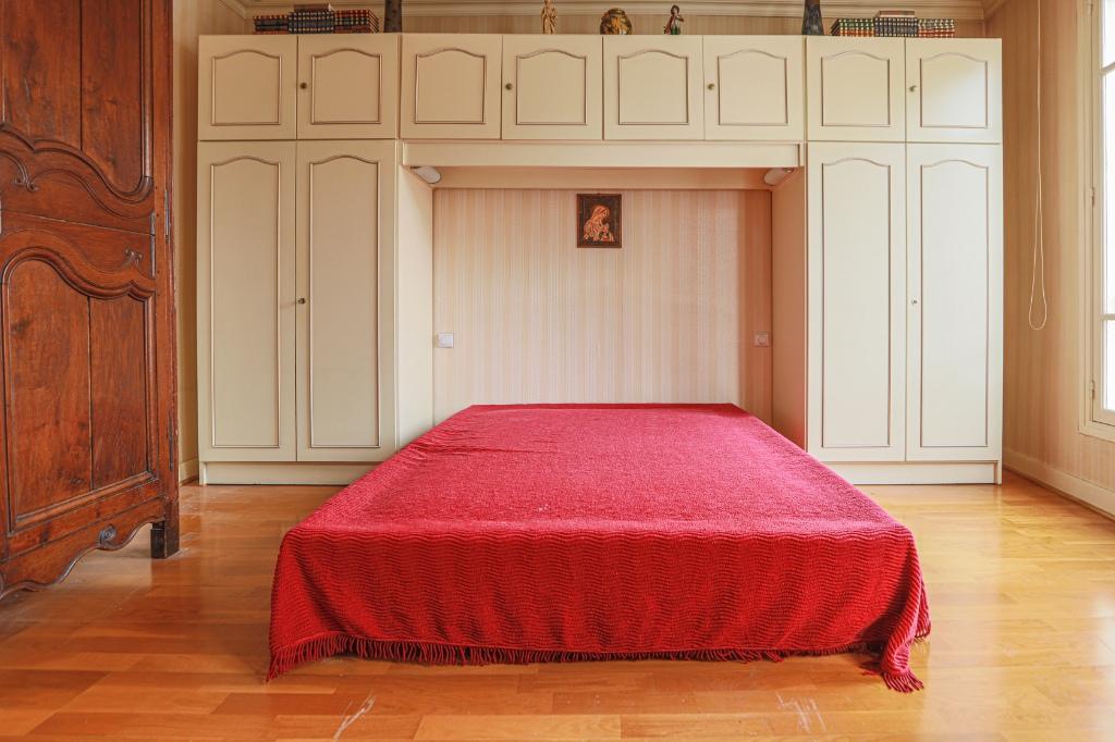 ABBESSES- 4 Pièces de 85M² , DERNIER ETAGE ,3 Chambres exposé Sud !!! 10
