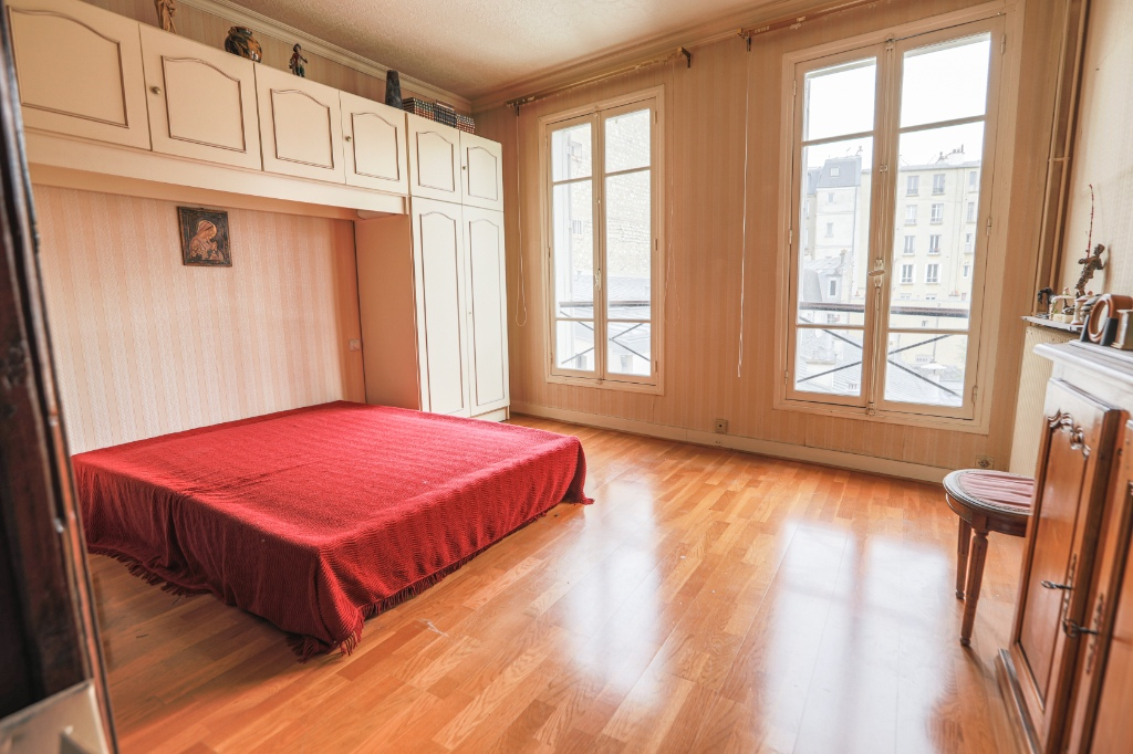 ABBESSES- 4 Rooms of 85M ², LAST FLOOR, 3 South facing bedrooms !!! 3