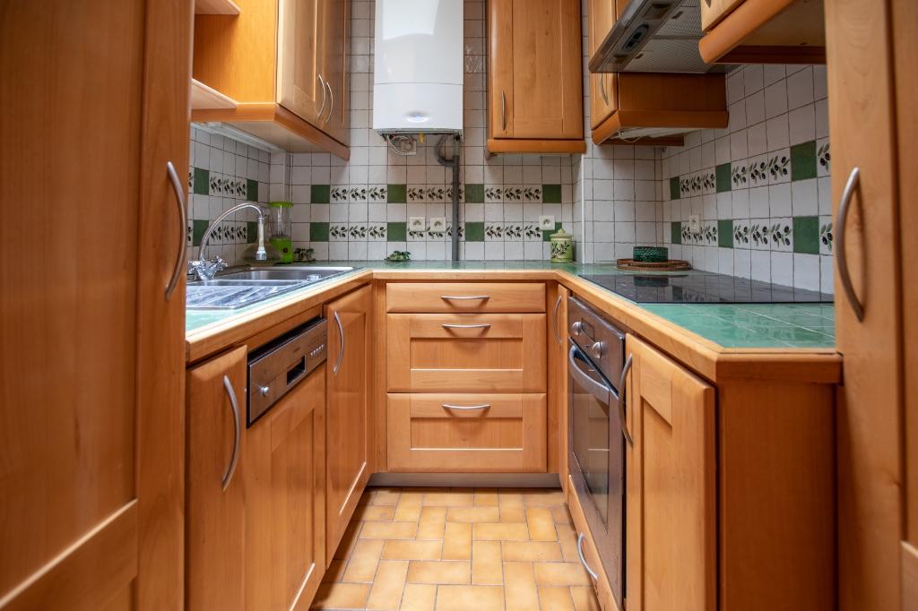 ABBESSES- 4 Pièces de 85M² , DERNIER ETAGE ,3 Chambres exposé Sud !!! 5