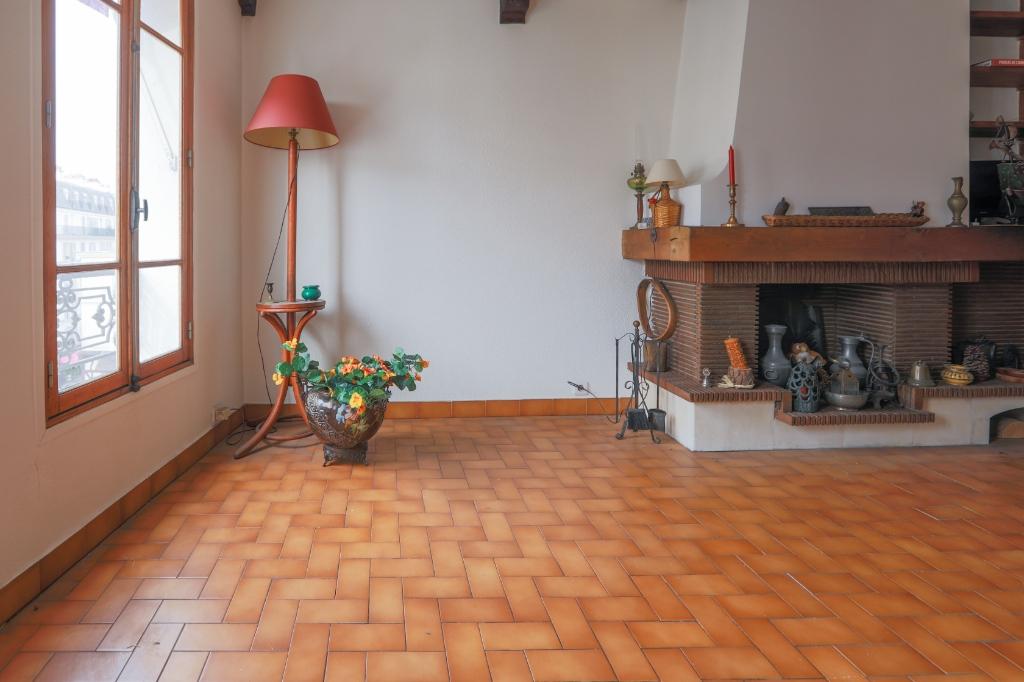 ABBESSES- 4 Pièces de 85M² , DERNIER ETAGE ,3 Chambres exposé Sud !!! 9