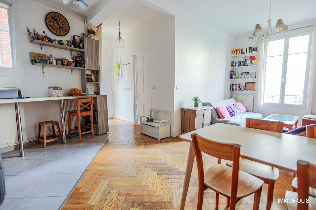 Paris apartment 3 room (s) with the right to the exclusive use of a 110m² terrace 3