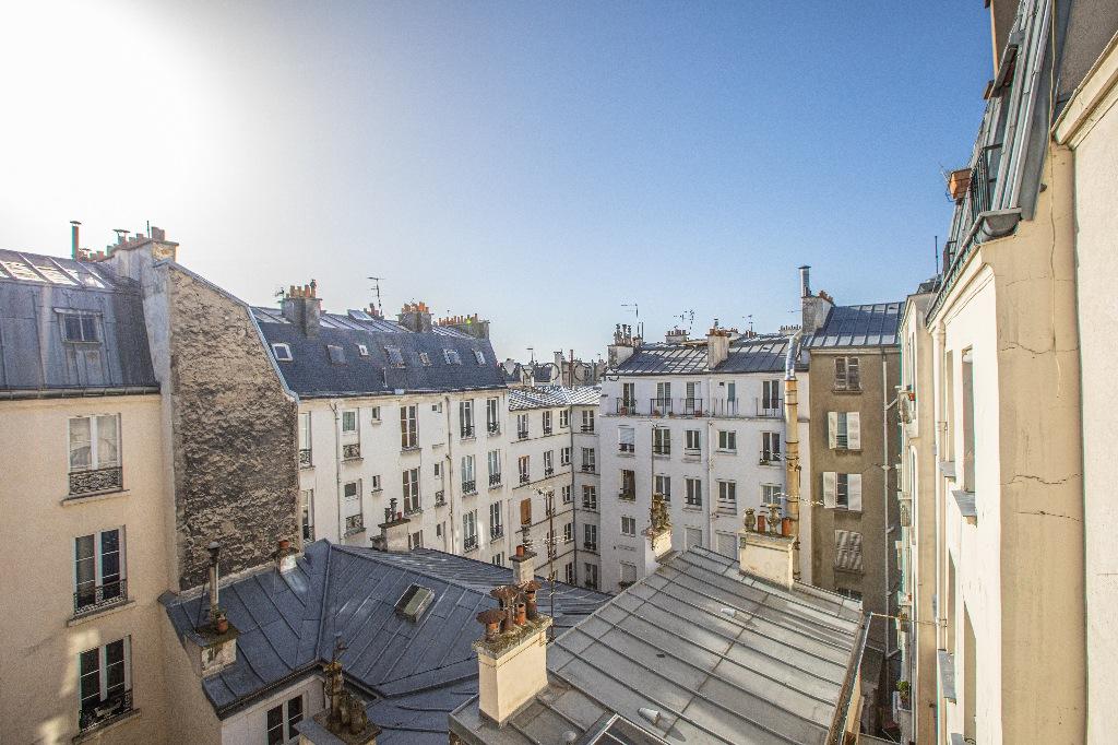 Coeur de Montmartre : 2 pièces en étage élevé, clair et calme, dans immeuble en parfait état 1