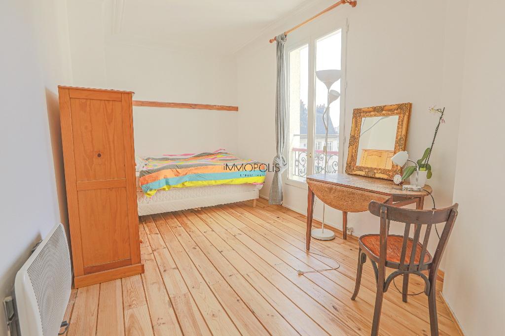 Coeur de Montmartre : 2 pièces en étage élevé, clair et calme, dans immeuble en parfait état 2