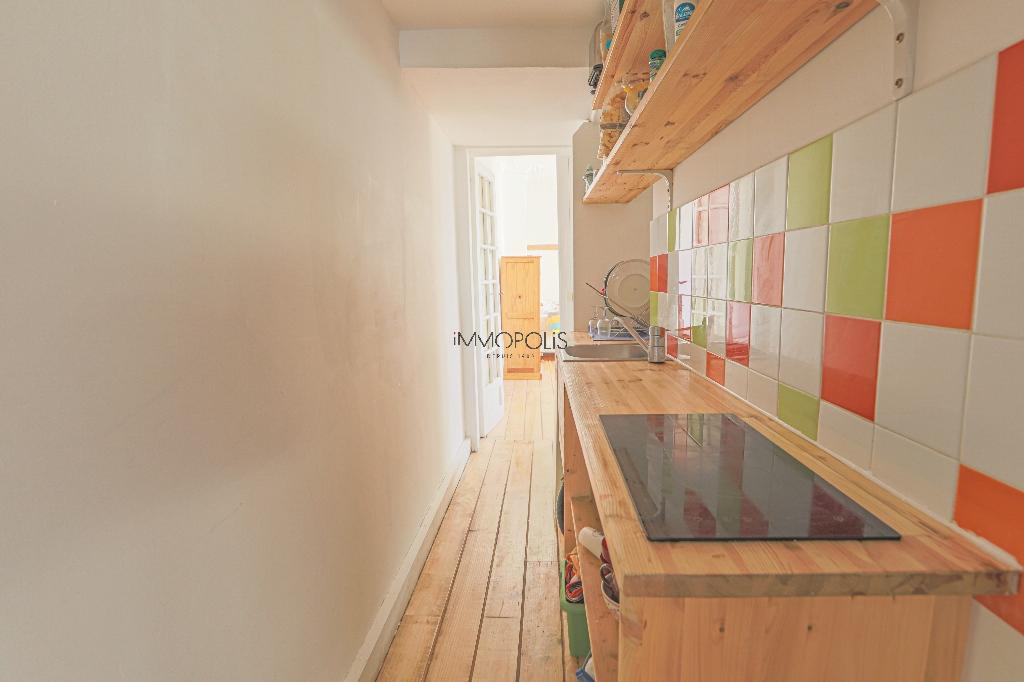 Coeur de Montmartre : 2 pièces en étage élevé, clair et calme, dans immeuble en parfait état 7