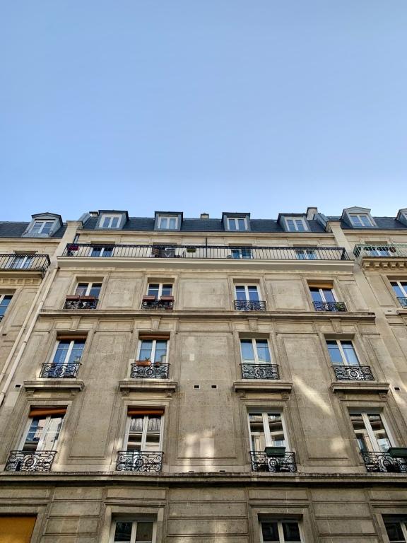 Town Hall of XVIII – High Floor – 3 Rooms – Balcony 9