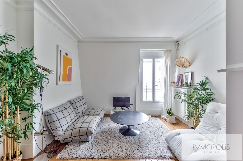 Exclusivity: Montmartre, very nice apartment renovated by architect in 4th and last floor! 1