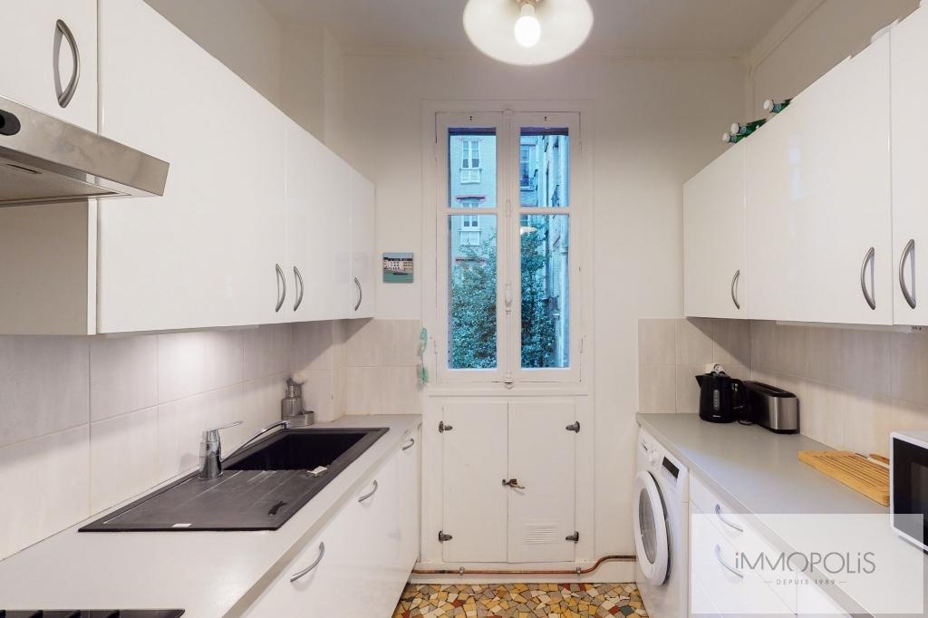 RUE DES SAULES Appartement Paris 4 pièce(s) / 2 chambres 66m2 5
