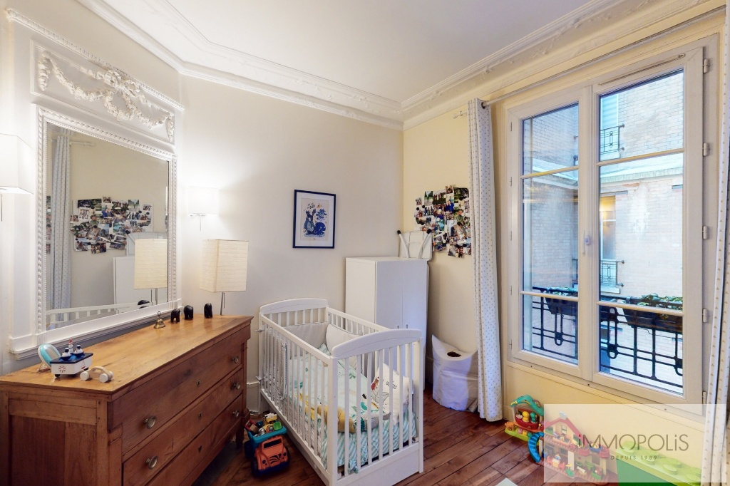 RUE DES SAULES Appartement Paris 4 pièce(s) / 2 chambres 66m2 7