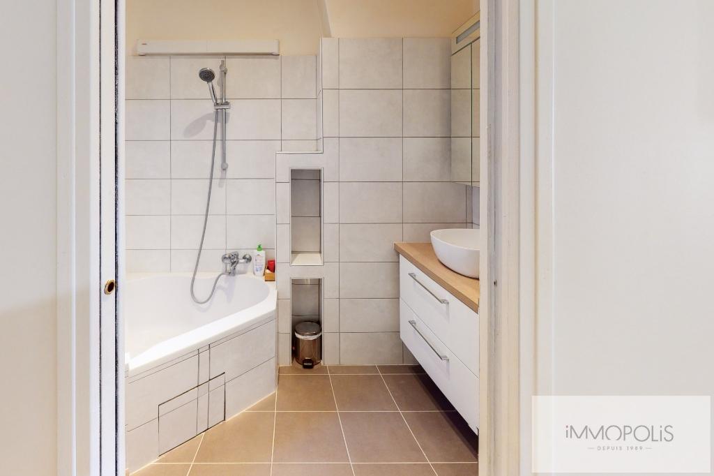 RUE DES SAULES Appartement Paris 4 pièce(s) / 2 chambres 66m2 8