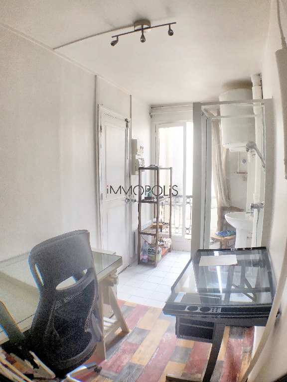 Paris 16, OECD District / Bois de Boulogne (Sector 2 Lakes), Upload room on top floor with elevator of 8.60 m² on the ground and 21.72 m3 6