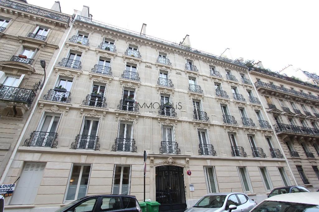 Quartier Europe (rue Clapeyron dans le 8ème arrondissement), studio louable légalement de 9,88 M² loi Carrez situé dans un magnifique immeuble bien entretenu 5