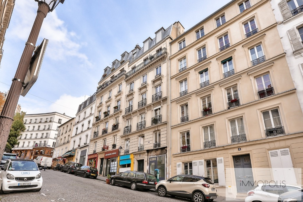 Rue Ravignan Two rooms of 32 m2 9