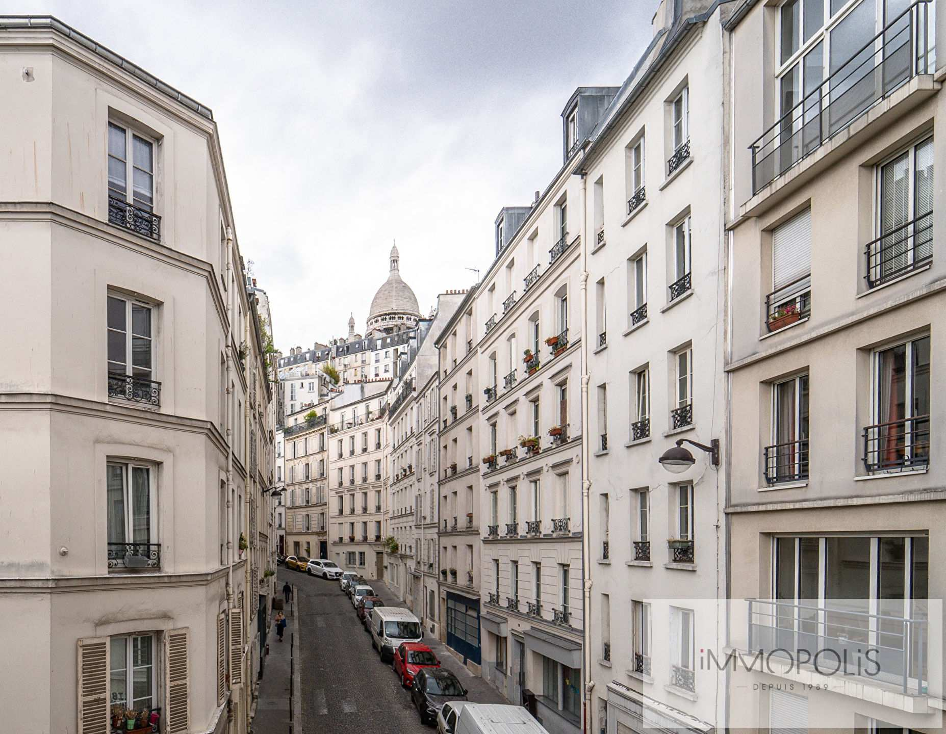 Beautiful 3 rooms with views of the Sacred Heart, in good condition, well placed in Montmartre! 1