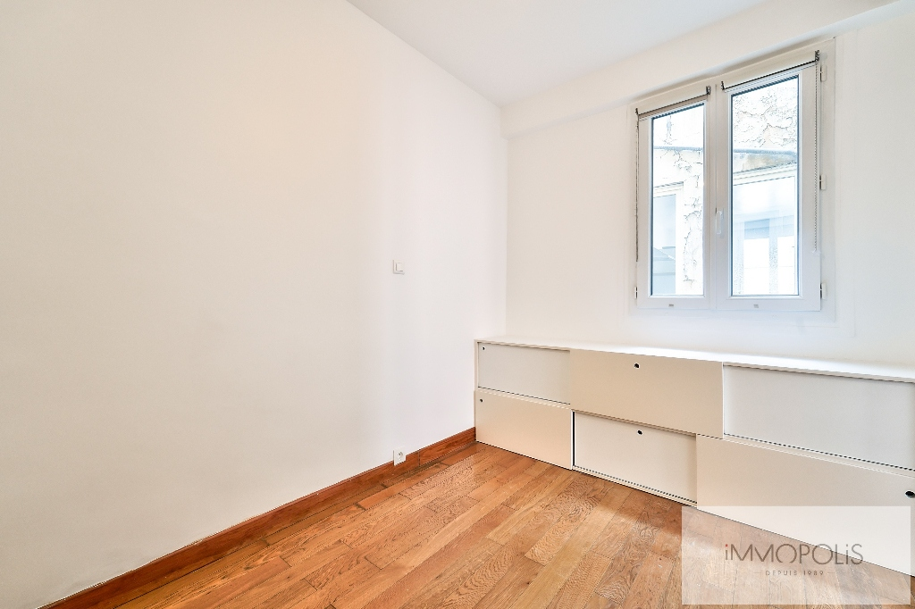 Beautiful 3 rooms with views of the Sacred Heart, in good condition, well placed in Montmartre! 6