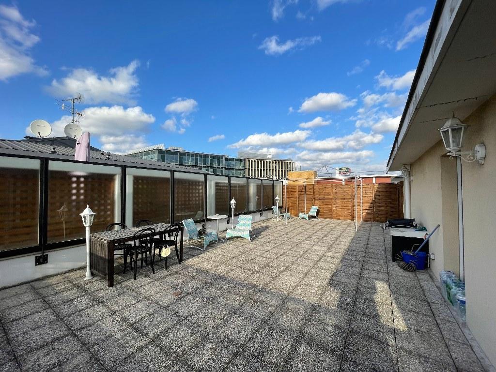 Apartment 4P Saint Denis / Pleyel Last floor + terraces + 2 parking spaces! 2