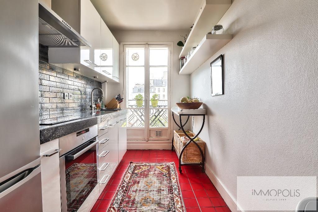 Rare à Montmartre, superbe appartement en étage élevé avec ascenseur et vues dégagées ! 5