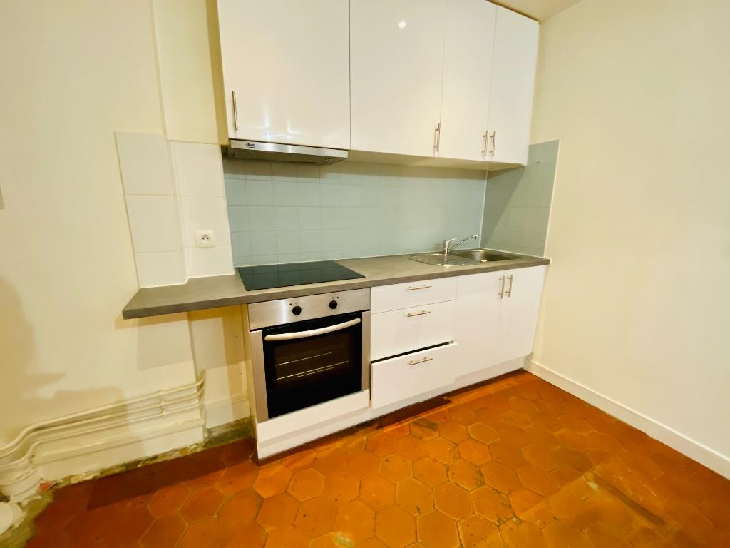 Montmartre – 1 pièce vide – 33 m2 2
