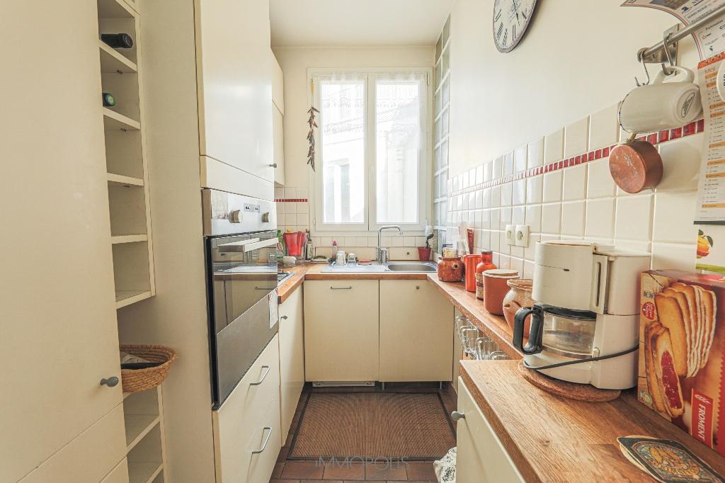 Paris 2/3 apartment (s) 54 m2 with balcony 5