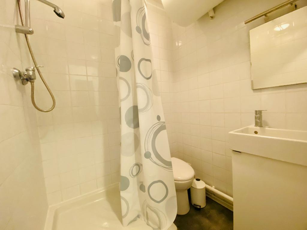Apartment Paris 18 – 1 piece (s) – 13 m2 5