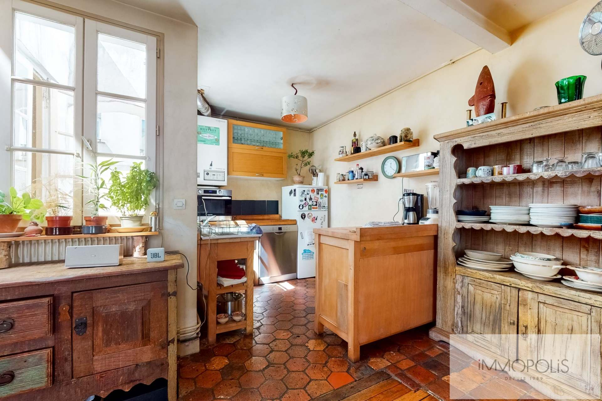 Atypical apartment to renovate, full of charm, rue Richard Lenoir – Paris XIth. 3