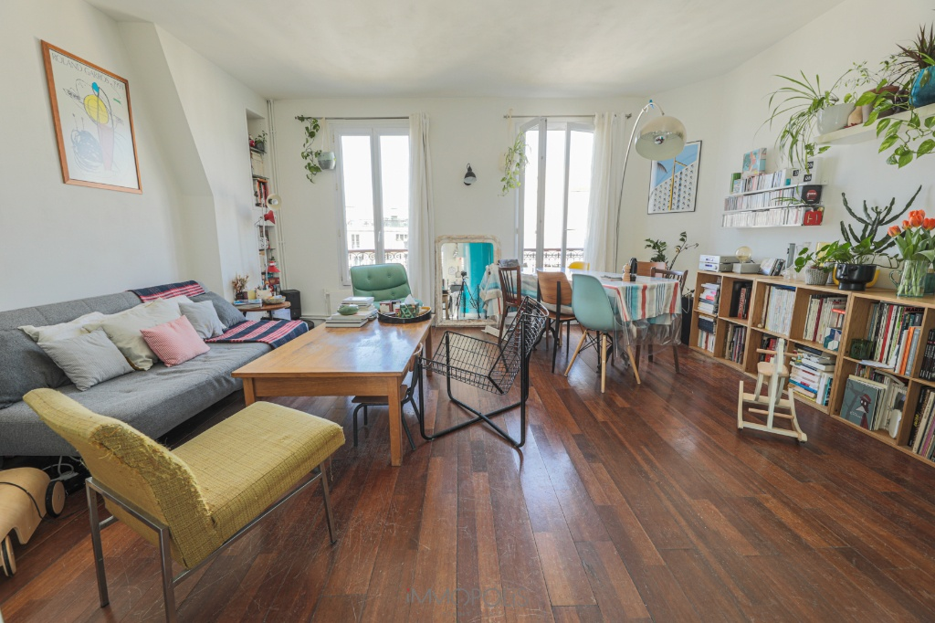 Family apartment with views of the rooftops of Paris 1