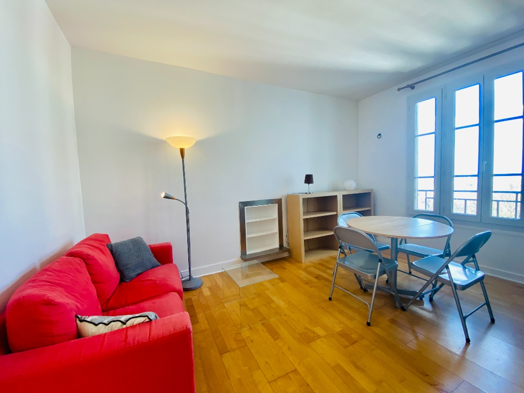 Two rooms furnished – exceptional area in the heart of Montmartre 3