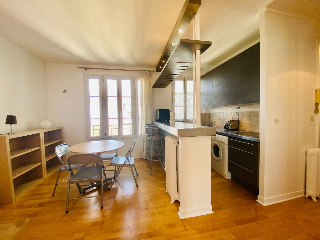 Two rooms furnished – exceptional area in the heart of Montmartre 4
