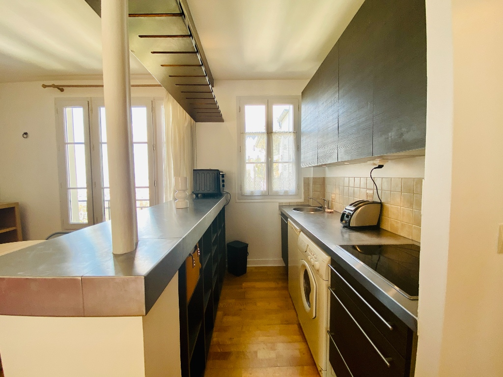 Two rooms furnished – exceptional area in the heart of Montmartre 6
