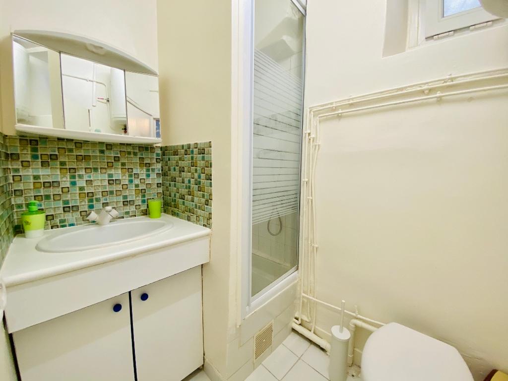 Appartement PARIS 18 ème – 1 pièce(s) – 16 m2 8