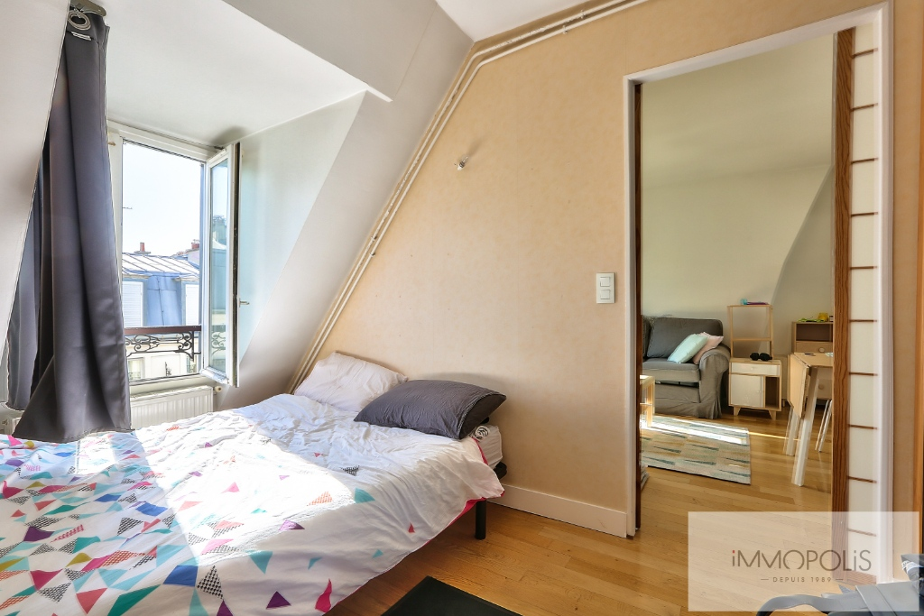 Two rooms with exceptional views on the sacred heart. 5