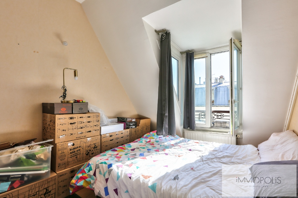 Two rooms with exceptional views on the sacred heart. 6