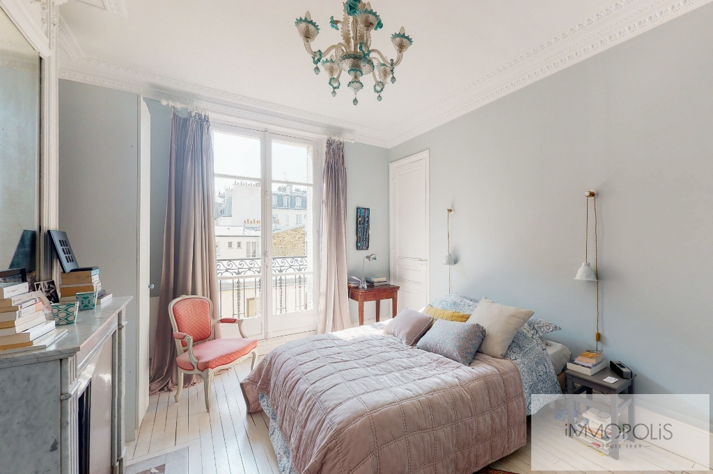 MAIRIE DE LEVALLOIS- APPARTEMENT 5 PIECES 3 chambres- Balcon 4