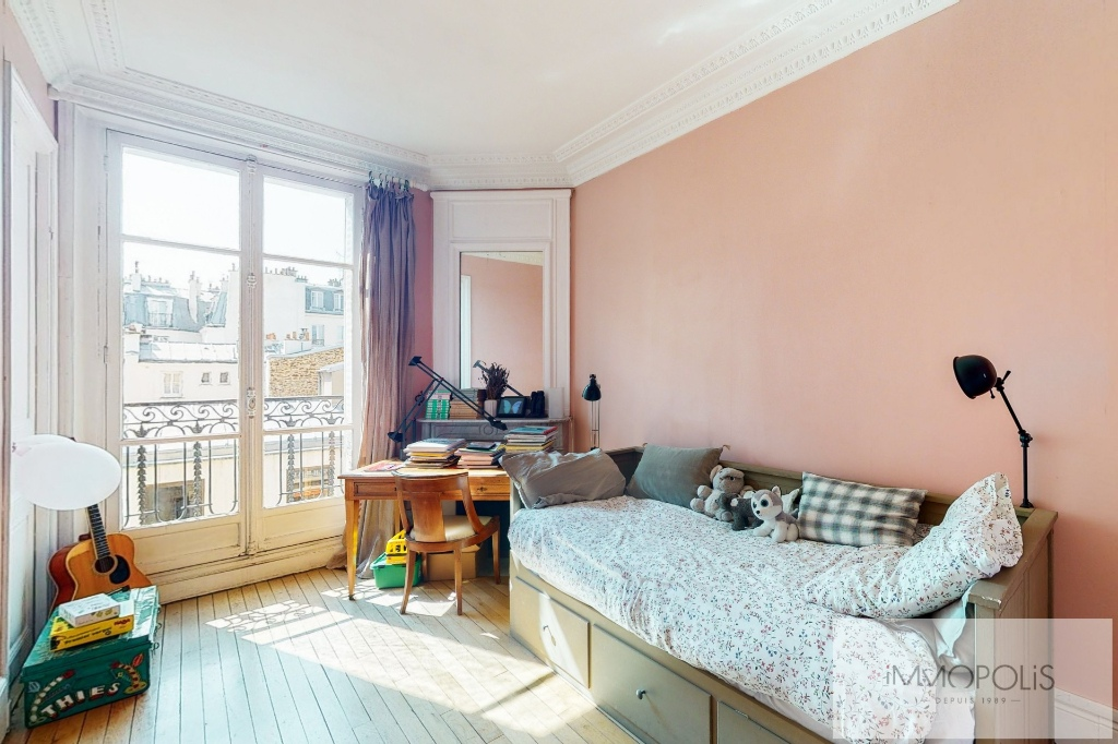 MAIRIE DE LEVALLOIS- APPARTEMENT 5 PIECES 3 chambres- Balcon 5