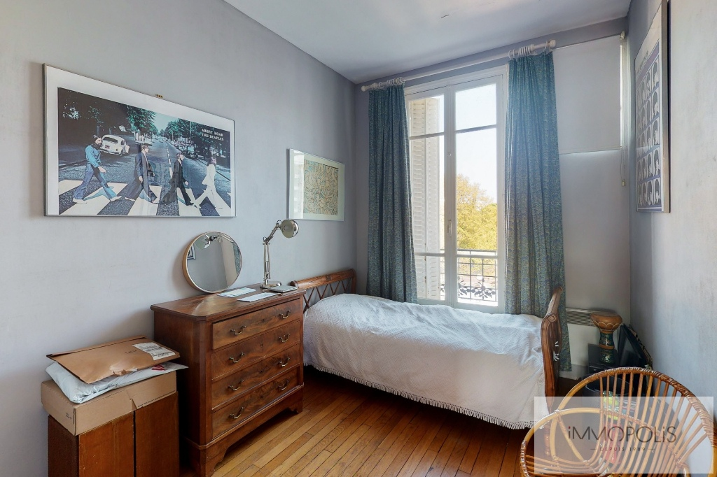 MAIRIE DE LEVALLOIS- APPARTEMENT 5 PIECES 3 chambres- Balcon 6