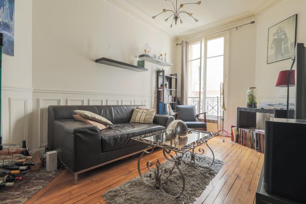 2 rooms 46 m2 – Rue Lamarck Metro Guy Moquet 1