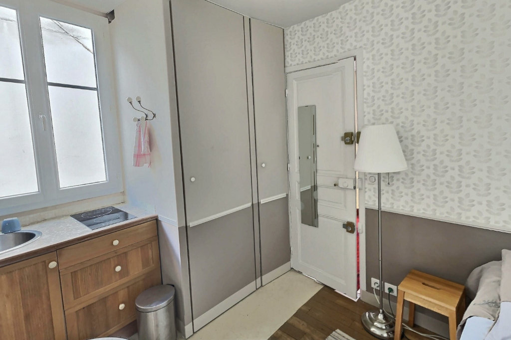 Room with Lift Street Damremont 6