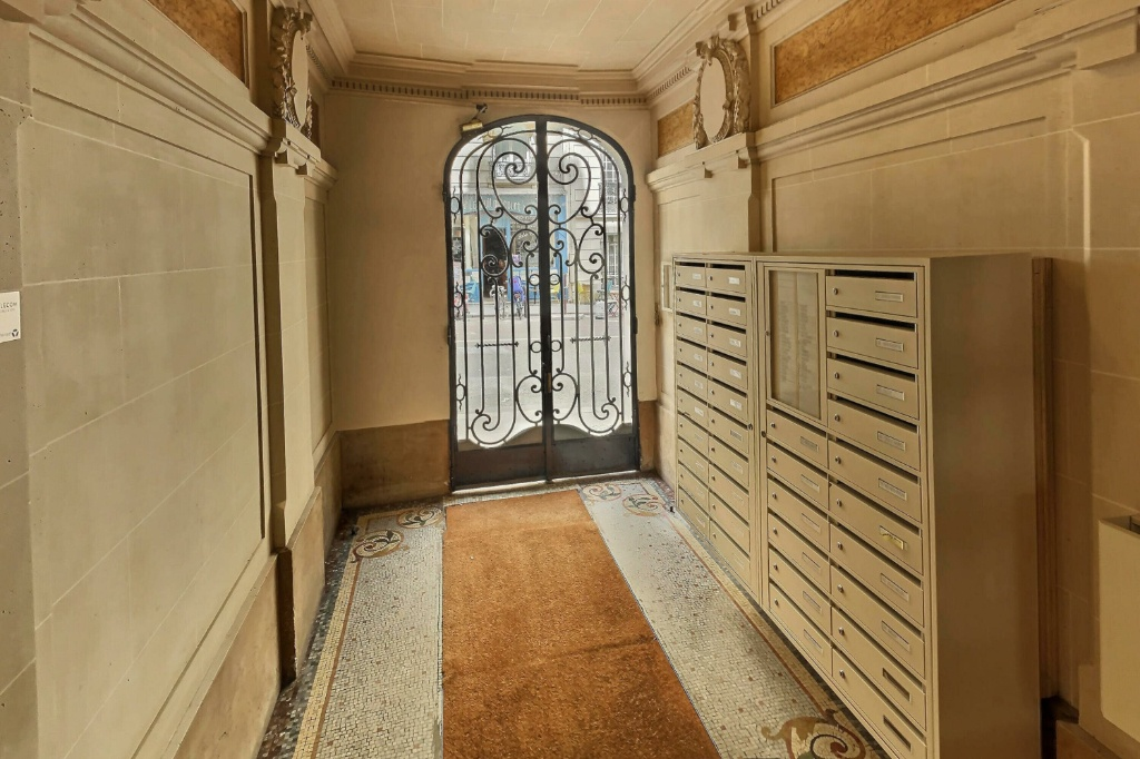 Chambre avec ascenseur rue Damrémont 9