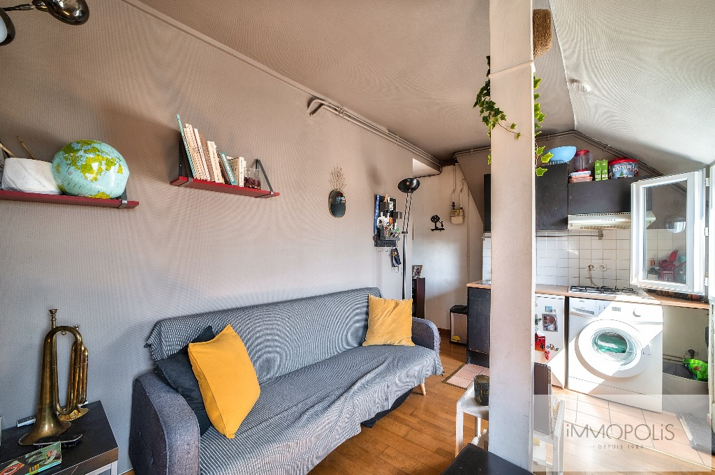 Beautiful 2 rooms at Abbesses with unobstructed view! 5