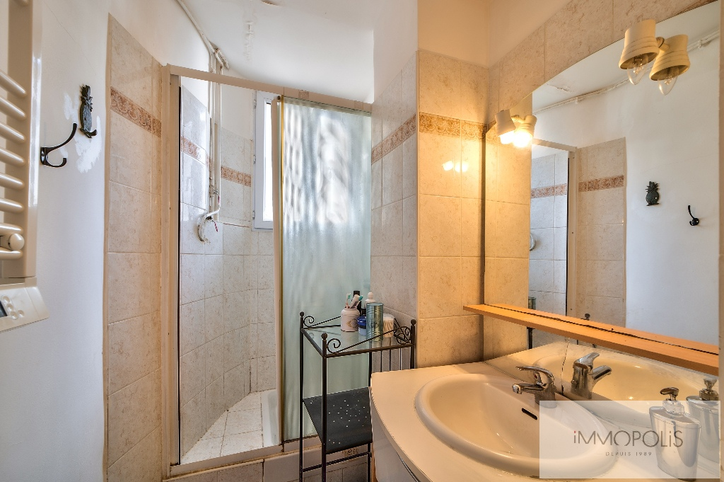 Beautiful 2 rooms at Abbesses with unobstructed view! 8