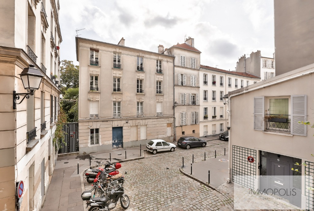 Rue Ravignan Two rooms of 32 m2 4