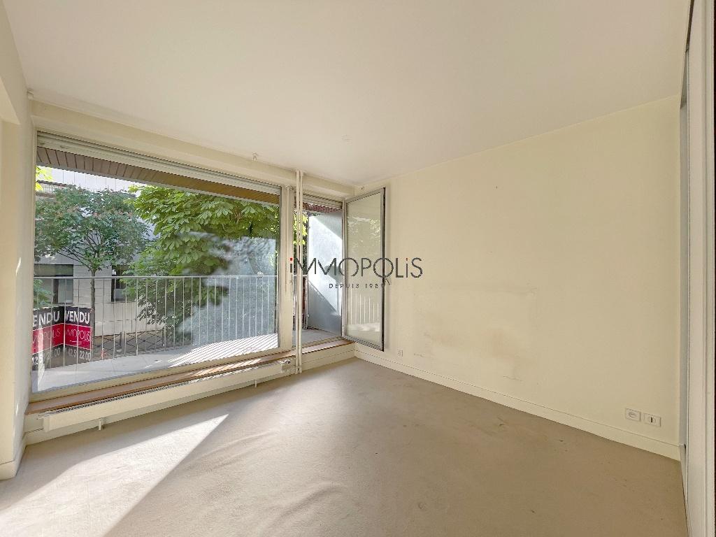 Quartier des Huissiers (proche Pont de Neuilly) : bel appartement traversant sur rue très calme et sur jardins, avec deux terrasses, cave et parking ! 3