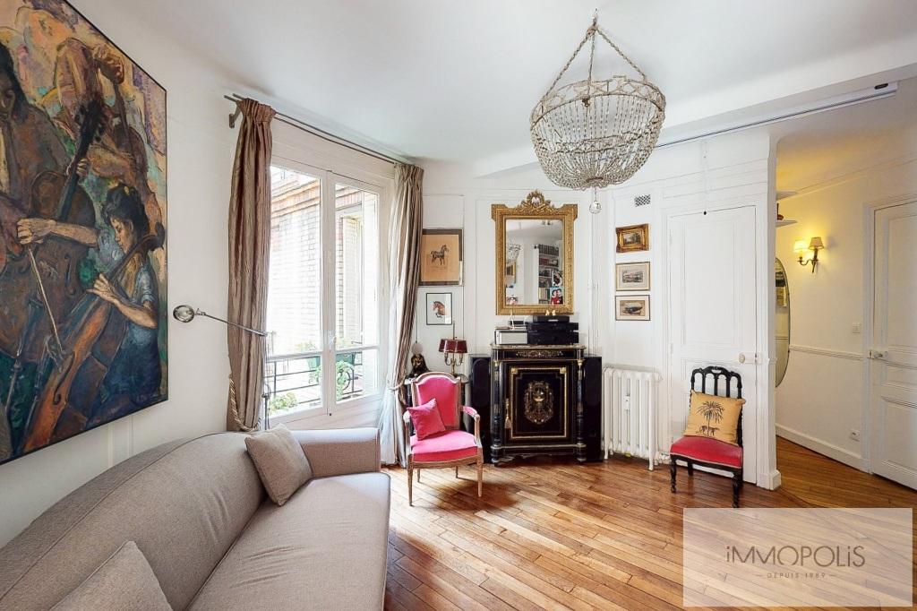 Paris XVIII – Close to the vineyards of Montmartre-rue des Willles. 1