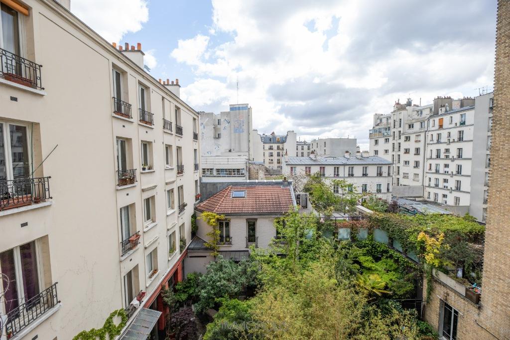 Paris 3 room apartment (s) 65.89 m2 1